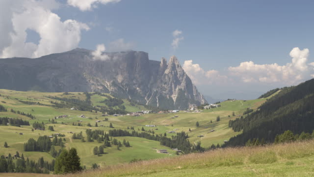 alpe di siusi (seiser alm), dolomites, italy. - seiser alm stock videos & royalty-free footage