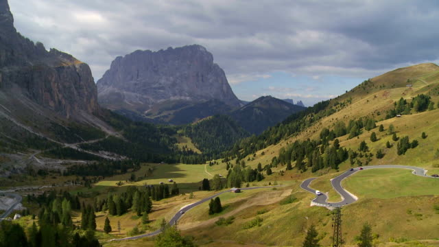 alpine mountain pass in autumn pan tl - langkofel stock videos & royalty-free footage