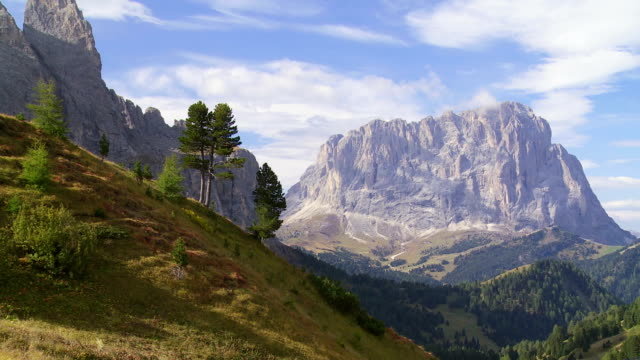 alpine mountain range in autumn - langkofel stock videos & royalty-free footage