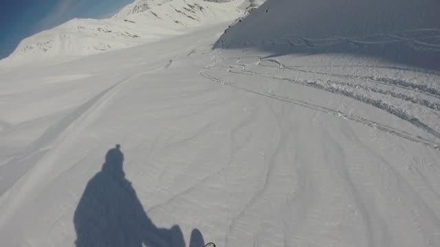 pov skirennläufer pulver hang absteigend - georgia stock-videos und b-roll-filmmaterial