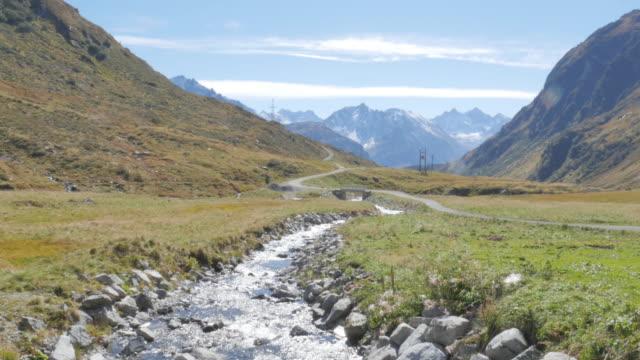 vídeos de stock, filmes e b-roll de alps hiking - alpes bávaros