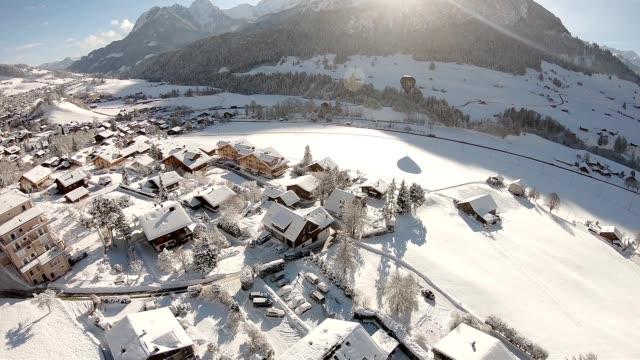 alpen im winter - weihnachtsdekoration stock-videos und b-roll-filmmaterial
