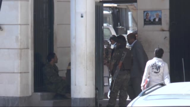alqaeda militants stand trial accused of aiding and abetting the suicide attack on 21 may 2012 against yemeni army soldiers practicing for the annual... - 被告人点の映像素材/bロール