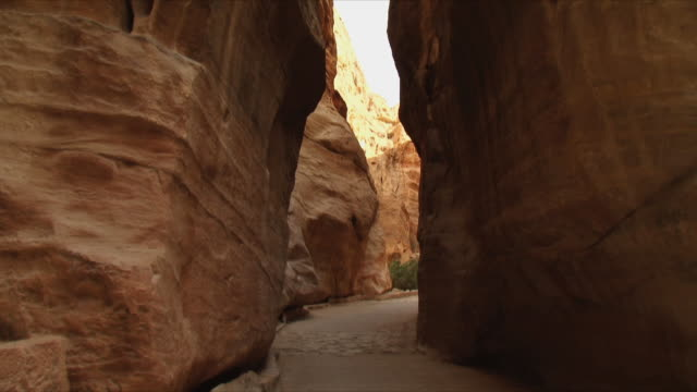 ms al-siq, narrow gorge, entrance to ancient city of petra / jordan - narrow stock videos & royalty-free footage