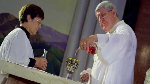 ms canted altar server and deacon at altar, manhattan beach, california, usa - messen stock-videos und b-roll-filmmaterial