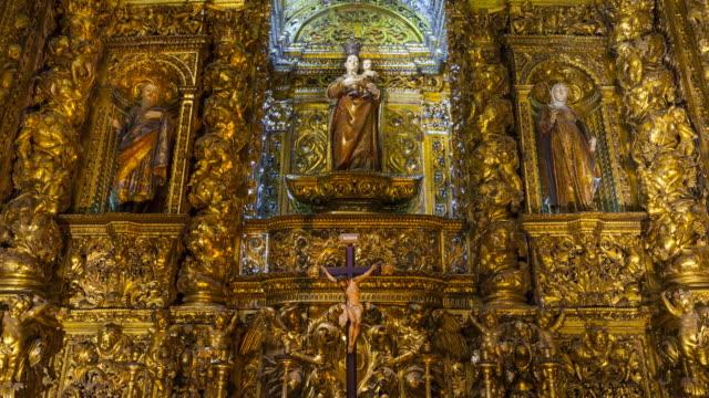 vídeos de stock, filmes e b-roll de altarpiece of sao roque church, lisbon, portugal, europe - figura masculina