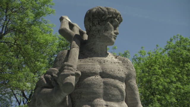 vídeos de stock e filmes b-roll de alter botanischer garten, botanical garden, sculpture of neptun - figura masculina