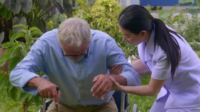 vídeos de stock e filmes b-roll de alternative care - visita