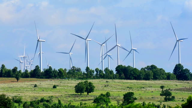 alternative energiequelle windturbinen - windenergie stock-videos und b-roll-filmmaterial