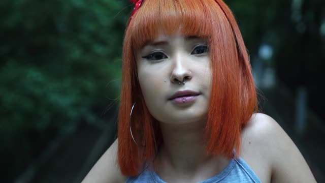 alternative young girl taking selfie photos in the city - lesbica video stock e b–roll