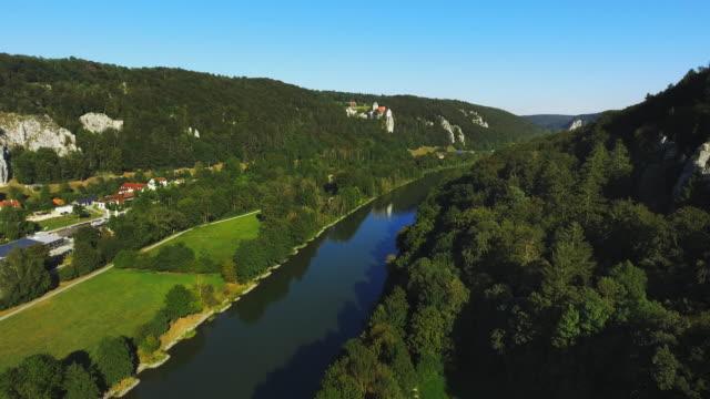 Altmuehl vallei en het kasteel van de bezichtiging In Bavaria viaduct