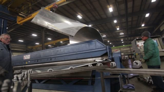 aluminum gasoline and dry bulk trailer tanks are manufactured from start to finish at the beall corp trailer manufacturing facility in portland... - s shape stock videos & royalty-free footage