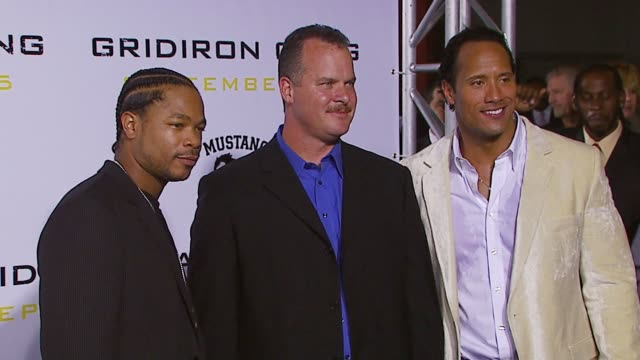alvin xzibit joiner, sean porter and dwayne the rock johnson at the columbia pictures presents gridiron gang world premiere at graumans chinese... - xzibit点の映像素材/bロール