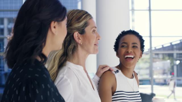vídeos y material grabado en eventos de stock de conseguir siempre feliz a trabajar, que apasionado por el negocio - only women