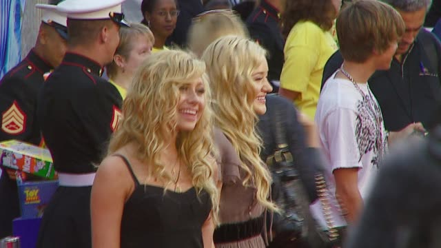 aly and aj at the 'the santa clause 3: the escape clause' premiere arrivals at the el capitan theatre in hollywood, california on october 29, 2006. - エルキャピタン劇場点の映像素材/bロール