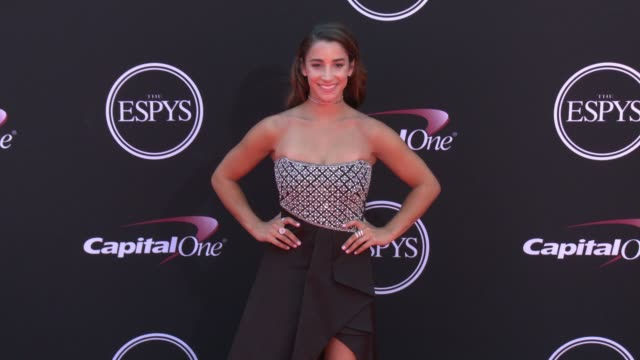 vídeos de stock, filmes e b-roll de aly raisman at the 2017 espys in los angeles ca - espy awards