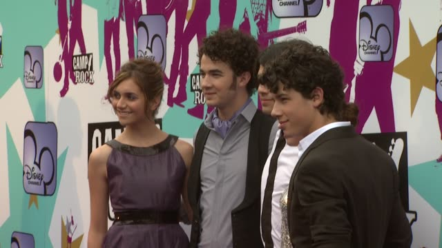 Alyson Stoner Jonas Brothers Demi Lovato At The Camp Rock European