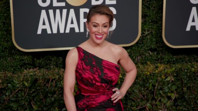 vidéos et rushes de alyssa milano at 76th annual golden globe awards - arrivals in los angeles, ca 1/6/19 - 4k footage - alyssa milano