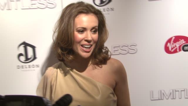 alyssa milano at the 'limitless' world premiere arrivals at new york ny - alyssa milano stock-videos und b-roll-filmmaterial