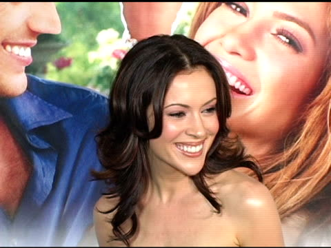 alyssa milano at the 'monsterinlaw' los angeles premiere on april 28 2005 - alyssa milano stock-videos und b-roll-filmmaterial