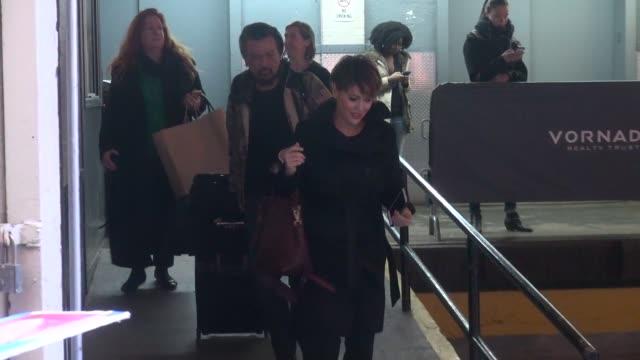 alyssa milano leaving the huffington post at celebrity sightings in new york on january 06 2016 in new york city - alyssa milano stock-videos und b-roll-filmmaterial
