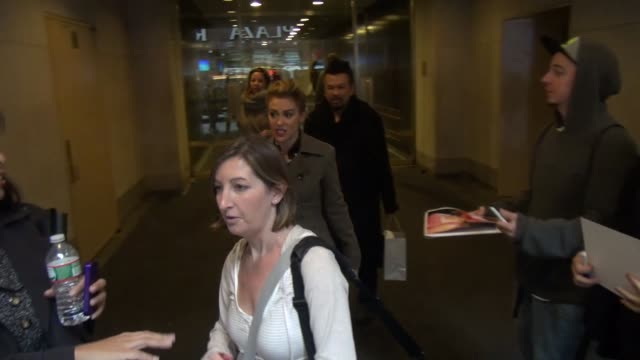 alyssa milano with fans at the 'today' show studio at celebrity sightings in new york in new york ny on - alyssa milano stock-videos und b-roll-filmmaterial