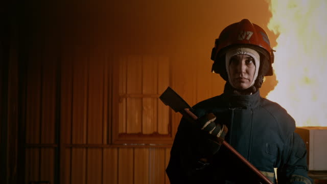 vídeos de stock e filmes b-roll de i am a firewoman, to the rescue. - bombeiro
