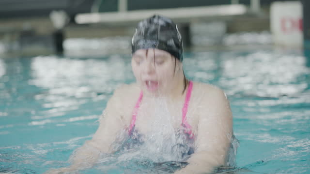 i am the happiest at swimming pool - sindrome di down video stock e b–roll