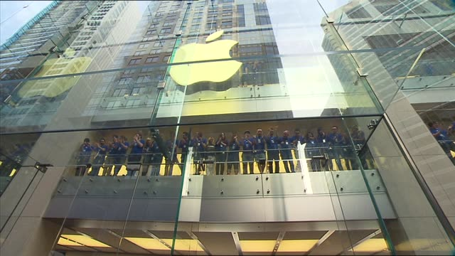 Amanda Abate reports Apple's iPhone6 has gone on sale APPLE CITY STORE SECURITY GUARD CROWDS AND PRESS EXT STORE / MAN SLEEPING IN CHAIR IN QUEUE /...