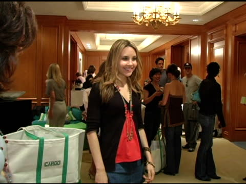 amanda bynes at the 2nd annual lucky/cargo club celebration of upfront week on may 18, 2005. - アマンダ バインズ点の映像素材/bロール