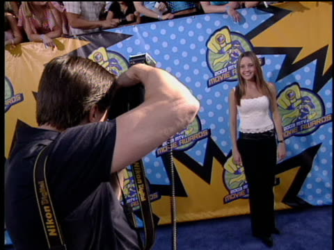 Amanda Bynes is posing for the 2003 MTV Movie Red Carpet