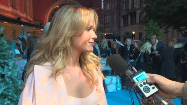 amanda holden on the popularity of disney's 'frozen', what part she played in nativity at school, being at the event at 'frozen' sing-along - vip... - キリスト降誕点の映像素材/bロール