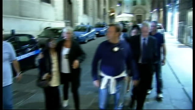 amanda knox freed on appeal for murder of meredith kercher; italy: perugia: ext/night family of murder victim meredith kercher arriving at court,... - perugia stock videos & royalty-free footage