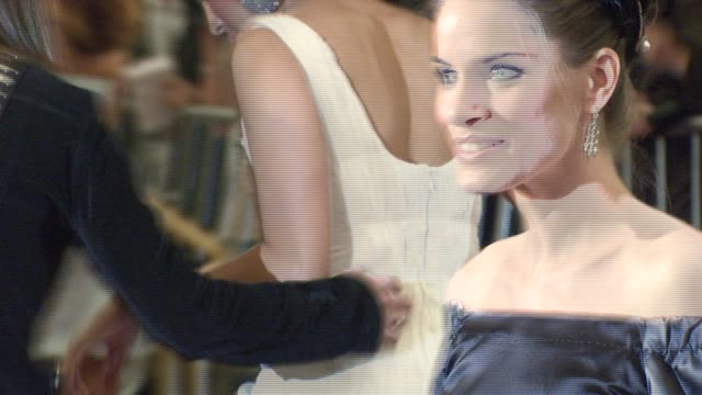 amanda peet at the metropolitan museum of art costume institute gala 'poiret king of fashion' at the metropolitan museum of art in new york new york... - amanda peet stock videos & royalty-free footage
