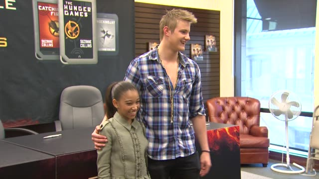 amandla stenberg alexander ludwig at barnes noble celebrates the hunger games los angeles release on 3/22/12 in los angeles ca - barnes & noble stock videos and b-roll footage