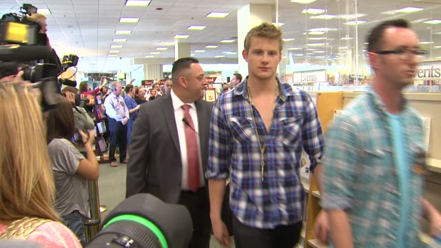 amandla stenberg alexander ludwig liam hemsworth at barnes noble celebrates the hunger games los angeles release on 3/22/12 in los angeles ca - barnes & noble stock videos and b-roll footage