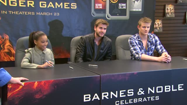 amandla stenberg liam hemsworth alexander ludwig at barnes noble celebrates the hunger games los angeles release on 3/22/12 in los angeles ca - barnes & noble stock videos and b-roll footage