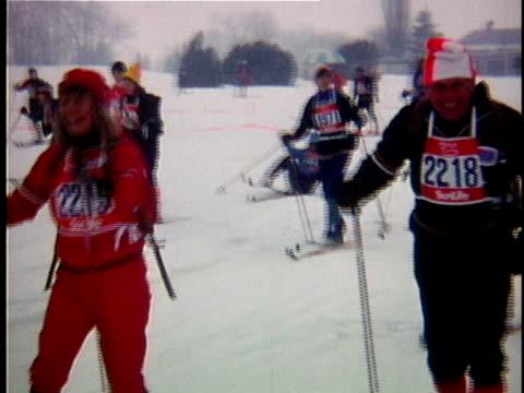 vídeos de stock e filmes b-roll de 1975 ms composite amateur cross-country skiing race, qebec, canada - bastão de esqui