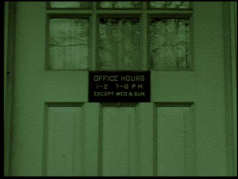 [amateur film: 'home movies galore'] - 12 of 12 - andere clips dieser aufnahmen anzeigen 2033 stock-videos und b-roll-filmmaterial