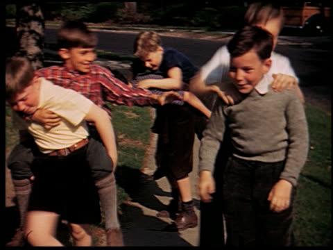[amateur film: 'home movies galore'] - 3 of 12 - andere clips dieser aufnahmen anzeigen 2033 stock-videos und b-roll-filmmaterial
