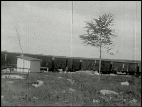 vidéos et rushes de [amateur film: ice harvest, camp minsi, 1921] - 1 of 14 - 1921