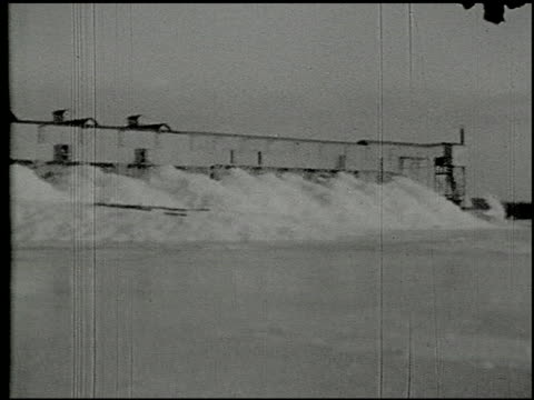 vidéos et rushes de [amateur film: ice harvest, camp minsi, 1921] - 10 of 14 - 1921