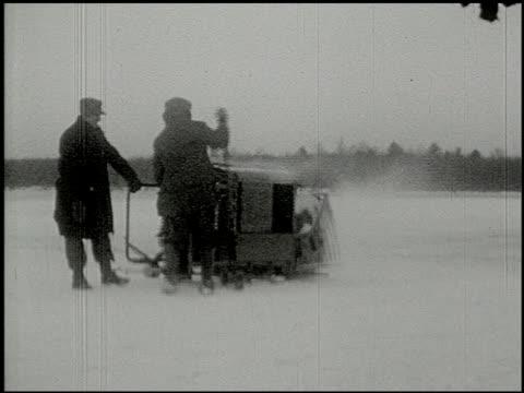 vidéos et rushes de [amateur film: ice harvest, camp minsi, 1921] - 14 of 14 - 1921