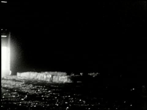 vidéos et rushes de [amateur film: ice harvest, camp minsi, 1921] - 3 of 14 - 1921