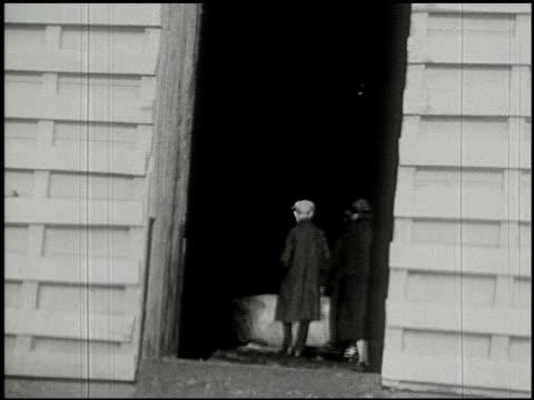 vidéos et rushes de [amateur film: ice harvest, camp minsi, 1921] - 5 of 14 - 1921