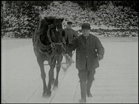 vidéos et rushes de [amateur film: ice harvest, pocono manor, 1919] - 2 of 10 - 1910 1919