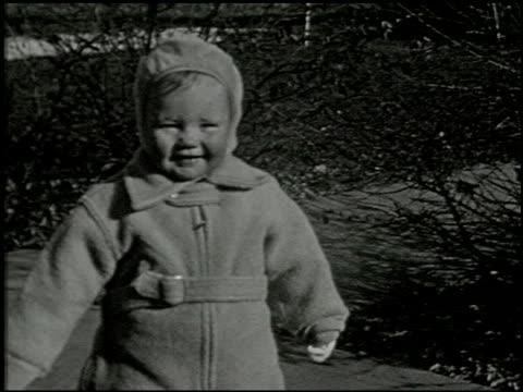 [amateur film: seck collection: reel 5] - 11 of 12 - この撮影のクリップをもっと見る 2051点の映像素材/bロール