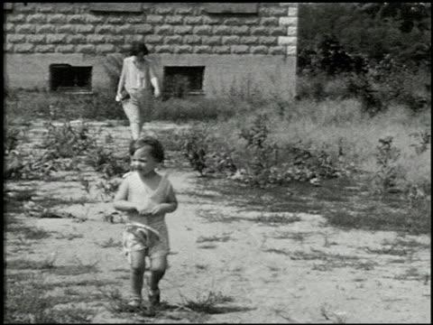 [amateur film: seck collection: reel 6] - 2 of 16 - andere clips dieser aufnahmen anzeigen 2052 stock-videos und b-roll-filmmaterial