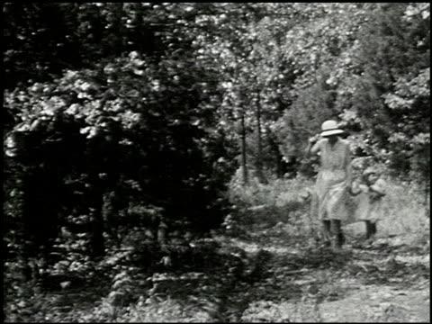 [amateur film: seck collection: reel 6] - 3 of 16 - andere clips dieser aufnahmen anzeigen 2052 stock-videos und b-roll-filmmaterial