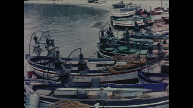 vidéos et rushes de amateur home movie footage featuring local fishing boats in the spanish seaside town of sitges, circa august 1958 - bateau de pêche